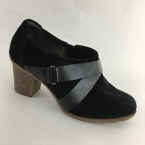 Clarks Ankle Booties Suede Harness Strap Black 8W